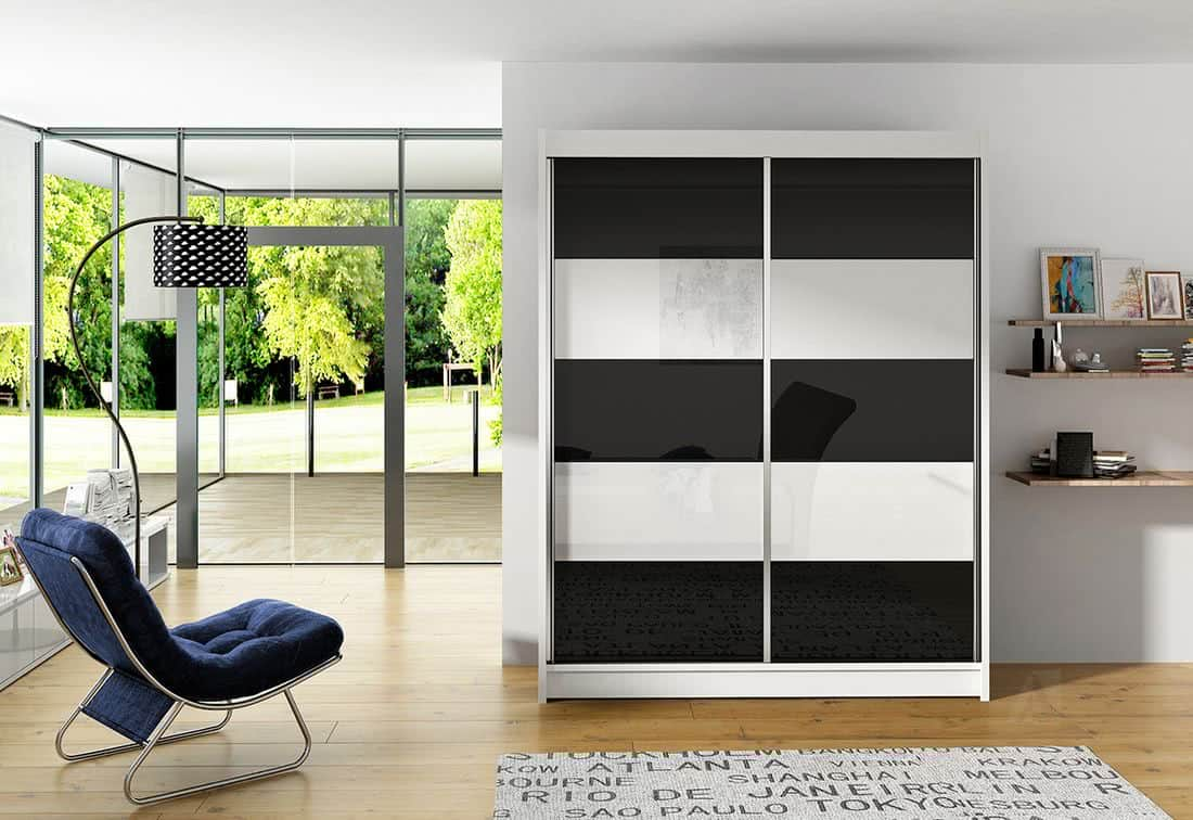 Posuvná šatní skříň ROTE III, 150x200x58, bílá/černá-bílá